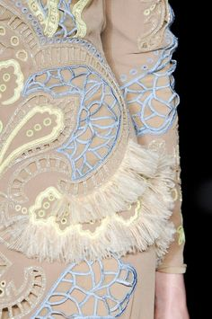 Delicate fringe embroidery details (could be even shorter) - Matthew Williamson