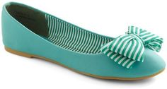 I want these!...or maybe take an old pair of ballet flats and make my own?