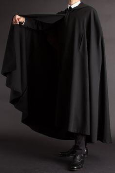 フード付きマント 着丈130【ロングコート・マント販売 uenoya】2019-20年販売モデル Gothic Fashion, Victorian Fashion, Mens Fashion, Fashion Outfits, Mens Cape, Trench Coat Men, Boys Suits, Coat Patterns, Gothic Lolita