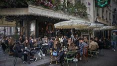 Covid-19: Auckland eyes up Paris-style street dining, as experts predict 'long-term' level 2 | Stuff.co.nz Being In The World, Auckland, Street View, Street Style, Paris, Montmartre Paris, Urban Style, Paris France, Street Style Fashion