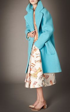 Rochas Pre-Fall 2015 Fashion Show Modest Fashion, Love Fashion, Fashion Show, Fashion Looks, Fashion Design, Fashion Images, Runway Fashion, Boucle Coat, Oversized Coat