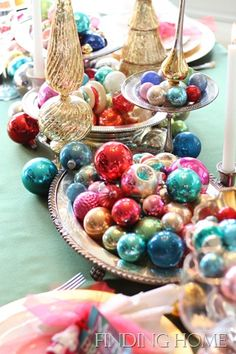 Christmas Table Dining - Vintage Ornaments 065