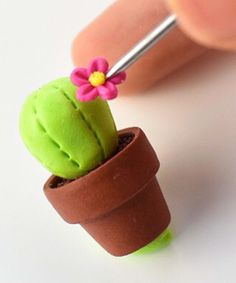 Discover recipes, home ideas, style inspiration and other ideas to try. Cute Polymer Clay, Cute Clay, Polymer Clay Flowers, Polymer Clay Crafts, Diy Clay, Clay Crafts For Kids, Illustration Blume, Clay Birds, Green Clay