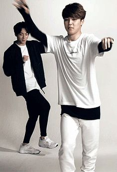 Jimin is just weirdly dancing while Jungkook carefully analyzes his whole body. Jimin Jungkook, Bts Got7, Bts Bangtan Boy, Taehyung, Namjin, Jung Kook, Foto Bts, Wattpad, K Pop