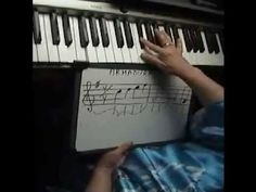 Clases de piano- lección 8 - Como tocar sostenidos y bemoles en el piano - YouTube