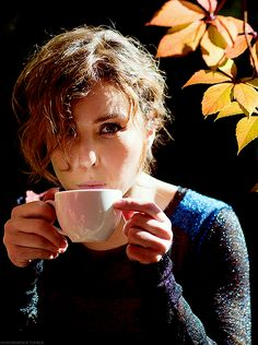 Noomi Rapace and her cheekbones enjoy a cuppa. :)