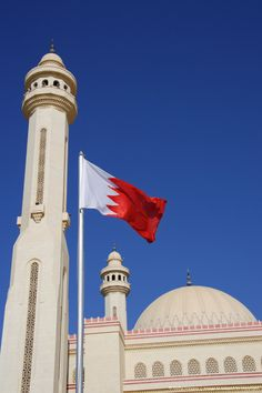 Flag of Kingdom of Bahrain at Al-Fatih-Mosque in Manama, Bahrain, Kingdom of Bahrain, United Arab Emirates