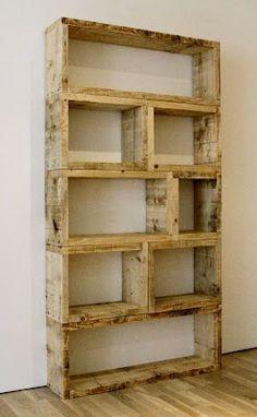 $3 DIY Pallet Bookshelf.