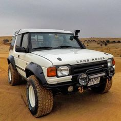 A desert prepared Discovery 1 By Land Rover Discovery 1, Discovery 2, Cool Trucks, Cool Cars, Rc Trucks, Land Rover Off Road, Land Rover Models, Best Suv, Offroader