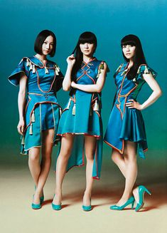 "yadktda: ""Perfume ↳WHAT's IN? [August 2014]"""