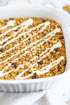 This carrot cake baked oatmeal is fancy enough to serve for a special brunch, but easy and healthy enough to make for your weekly meal prep. Carrot Cake Oatmeal, Best Carrot Cake, Blueberry Oatmeal, Carrot Cakes, Apple Cake, Baked Oatmeal Cups, Baked Oatmeal Recipes, Baked Oats, Oatmeal Bars