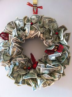 Creative ways to give money - Money Wreath Diy Christmas Gifts For Kids, Christmas Makes, Holiday Crafts, Holiday Fun, Christmas Ideas, Christmas Christmas, Holiday Ideas, Creative Money Gifts, Money Gifting