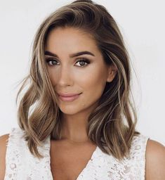 Braune Haare mit Highlights The most beautiful hairstyles for brown hair from ombre to balayage. Curled Blonde Hair, Brown Eyes Blonde Hair, Brown Hair With Highlights, Lob Highlights, Brown Lob Hair, Blonde Waves, Brown Eyes Hair Color, Brunnete Hair Color, Short Hair Colour