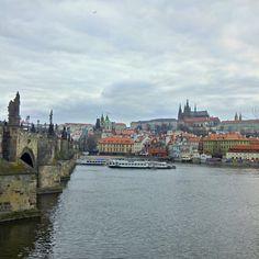 La Ciudad vieja es uno de los barrios más pintorescos de la ciudad de Praga, en la República Checa. La ciudad vieja fue el lugar del asentamiento original de Praga. En el siglo XIV, Carlos IV expandió la ciudad con la fundación de la Ciudad nueva.