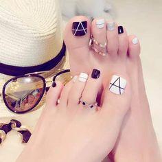 Pedicure Nail Designs, Toe Nail Designs, Nail Polish Designs, Nail Spa, Manicure And Pedicure, Pretty Toe Nails, Cute Toe Nails, Pretty Toes, Toe Nail Art