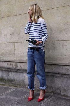 15 astuces mode stylées qui ne coûtent rien ! Conseil mode pour bien porter son jean boyfriend... /// #aufeminin #streetstyle #marinière #jeanmum #jeanboyfriend #escarpinsrouges #talons #rouge