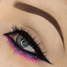 winged cat #eyeliner, extended into the inner corner, black tightlining, multicolor glitter fading into pink   #makeup @rebeccaseals