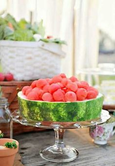 Eat with your eyes! Cut 2 thick slices of a whole watermelon and use as a flat cake. With a melon-baller make balls and stack on top to decorate. Summer fruit, simple and delicious. Raw Food Recipes, Cooking Recipes, Gourmet Foods, Detox Recipes, Good Food, Yummy Food, Creative Food, Food Presentation, Fruits And Veggies