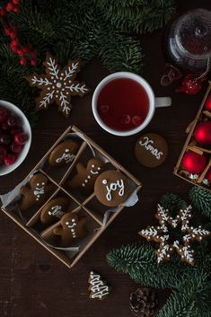 This easy recipe makes perfect gingerbread Christmas cookies. The dough is also suitable for a gingerbread house. Xmas Food, Christmas Desserts, Christmas Treats, Christmas Baking, Christmas Cookies, Christmas Decorations, Christmas Post, Merry Christmas To All, Winter Christmas