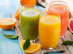 Top 15 juice combinations to cleanse and detox. We love juice recipies for cleansing, energy and detoxification to support weight loss goals. Smoothie Cleanse, Cleansing Smoothies, Fruit Juice Recipes, Detox Recipes, Smoothie Recipes, Healthy Liver, Healthy Detox, Ulcerative Colitis Diet, Smoothie Detox