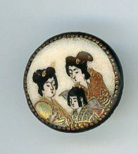 Etsy の Two Ladies Satsuma Button: by AntiqueButtons4u