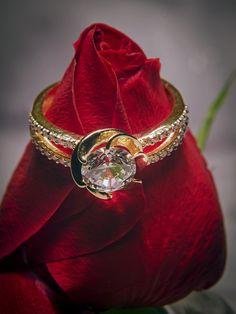 Deák Ékszerszalon Gyula - Ékszer Gyulán. Ékszerész, ékszerbolt, ékszerkészítés Gyulán: arany karikagyűrű, arany nyaklánc, arany karkötő, arany medál, arany fülbevaló - Békéscsaba