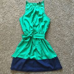 Express Color Block dress with pockets Hunter green & navy blue colorblock dress, with keyhole and POCKETS! So adorable and the cinched waist makes this ever-so-flattering. This is a dress you can wear to many events! Like new. Express Dresses