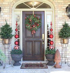 DIY Ornament Topiary {The Creativity Exchange} Tue es selbst - Diy Deko Weihnachten Christmas Topiary, Christmas Porch, Christmas Wreaths, Christmas Crafts, Christmas Ornaments, Christmas Front Doors, Diy Christmas Decorations Easy, Navidad Diy, Idee Diy