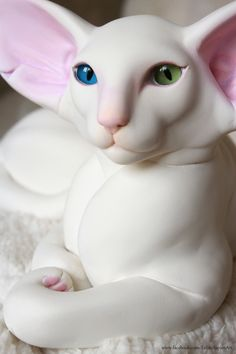 White Oriental with Odd Eyes Cat Sculpture