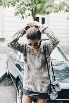 Outfits and Looks, Ideas & Inspiration Slouchy sweater + miniskirt Printemps Street Style, Fall Inspiration, Looks Street Style, Pulls, Autumn Winter Fashion, Fall Fashion, Paris Fashion, Passion For Fashion, Ideias Fashion