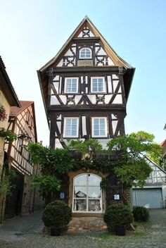 Fränkischges Fachwerkhaus (timbered house) in Bad Wimpfen - Germany German Architecture, Beautiful Architecture, Beautiful Buildings, Beautiful Homes, Beautiful Places, Bad Wimpfen, German Houses, Medieval Houses, Voyage Europe