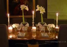 Traditional, elegant dining room at Christmas. Go for whites, greys, silvers and greens. X www.vanessagrape.co.uk
