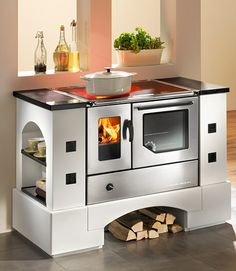 Haas-Sohn wood-burning range cooker,Haas-Sohn wood-burning range cooker What's wood burning ? The tree burned by treatment method by transferring a photo on wood is known as wooden decor. Wood Stove Cooking, Kitchen Stove, Kitchen Appliances, Kitchen Racks, Kitchens, Stove Heater, Range Cooker, Wood Burner, Tiny House Living