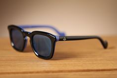 Straightforward classic style. Moncler sunglasses for your summer look!