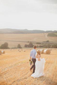 Beautiful Meadow Bridal Portraits | Peter and Veronika Photography | Bridal Musings Wedding Blog 9