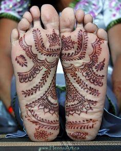 Mehndi Designs On The Soles Of Your Feet - Indian Fashion Ideas Foot Henna, Henna Body Art, Henna Mehndi, Henna Art, Henna Tattoo Designs, Mehandi Designs, Henne Tattoo, Heena Design, Beautiful Mehndi Design