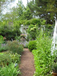 Beautiful Cottage Garden - photo by http://www.aprilshowersnj.net