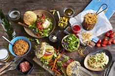 Snack-board suppers are easy to make and fun to eat—and these feature lots of veggies, so they're good for you, too. Good Burger, Tex Mex, Bbq, Veggies, Appetizers, Vegetarian, Salad, Snacks, Ethnic Recipes