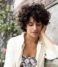 Very pretty short curly hairstyles that you will love - Frisuren - Short Curly Cuts, Short Curly Hairstyles For Women, Curly Hair Styles, Short Curls, Pretty Hairstyles, Bob Hairstyles, Medium Hair Styles, Natural Hair Styles, Curly Hair Cuts