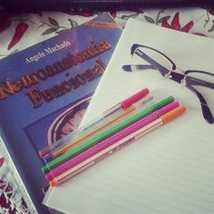 Relendo. Vem saber mais no blog: http://www.blogcoisaetal.com/2014/09/vidaquesegue.html#.VAYDWsVdVIg