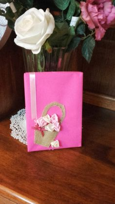 Pretty pink!Gift wrapping idea for girls.