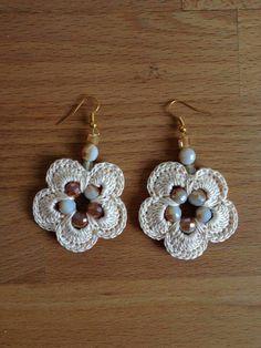 Crochet Ornaments, Crochet Crafts, Easy Crochet, Crochet Projects, Knit Crochet, Crochet Earrings Pattern, Crochet Bikini Pattern, Crochet Patterns, Crochet Flower Tutorial