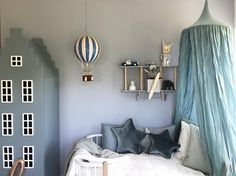 What a lovely styling created by Lirum Larum Leg using our new Sweet Blue canopy and star cushions in velvet! Heart eyes all over!