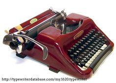 From the Virtual Typewriter Collection of Richard Polt: 1957 Voss De Luxe Old Typewriter Font, Antique Typewriter, Kelly Wearstler, Vintage Design, Vintage Love, Hans Wegner, Plywood Furniture, Writing Machine, Ol Fashion