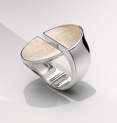 Bracelet chaîne d'ancre http://www.vogue.fr/joaillerie/a-voir/diaporama/exposition-ecrin-argent-bijoux-hermes-paris/24892#bracelet-chane-dancre