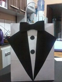 Black and white tie Creative Gift Wrapping, Creative Gifts, Decorated Gift Bags, Diy And Crafts, Crafts For Kids, Gift Wraping, Groomsmen Gift Bags, Wedding Favor Bags, Fathers Day Crafts