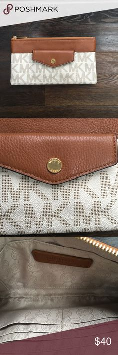 Michael Kors Clutch Michael Kors clutch  Off white and brown Like new condition Michael Kors Bags Clutches & Wristlets