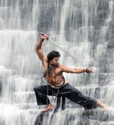 entrenando bajo una cascada