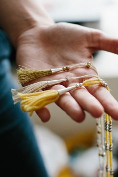 DIY: tassel necklace