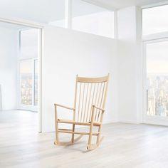 J16 gyngestol fra Fredericia Furniture, designet av Hans J. Wegner. En stol som virkelig kan kalle s...